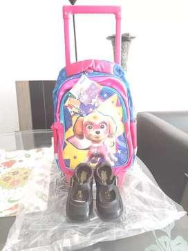Zapatos escolares de niña talla 23 Bubble gummers  y maleta con Rodachines de niña motivo patrulla canina nueva.