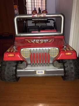 Carro infantil 12V Recargable Power Wheels, excelente estado