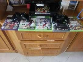 Xbox 360 impecablemente con 6 juegos 2 joystick y el kinect
