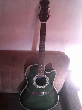 Guitarra electroacustica marca atahualpa.