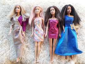 Set X 4 Barbies. Originales.
