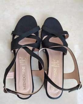 Sandalia en cuero negro