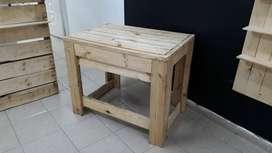 Mesa en madera de pino