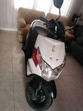 vendo moto con papeles al dia