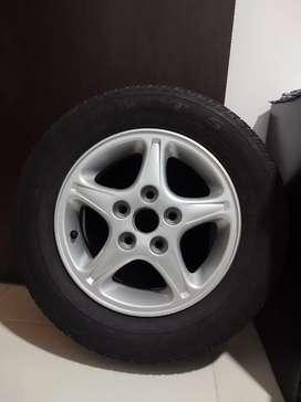 Vendo Llanta y Rin para Mazda 626
