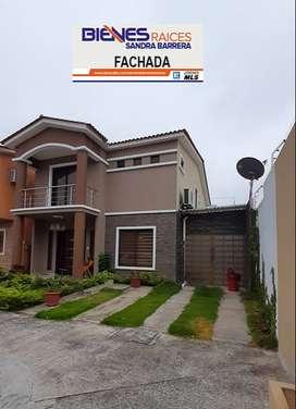 En Machala de Venta Casa en Orocity Esquinera, 3 dormitorios c/u con baño, finos acabados, Garaje cubierto para 2 veh.