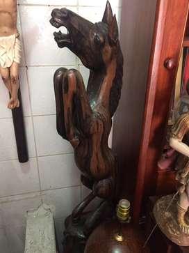 Caballo en madera