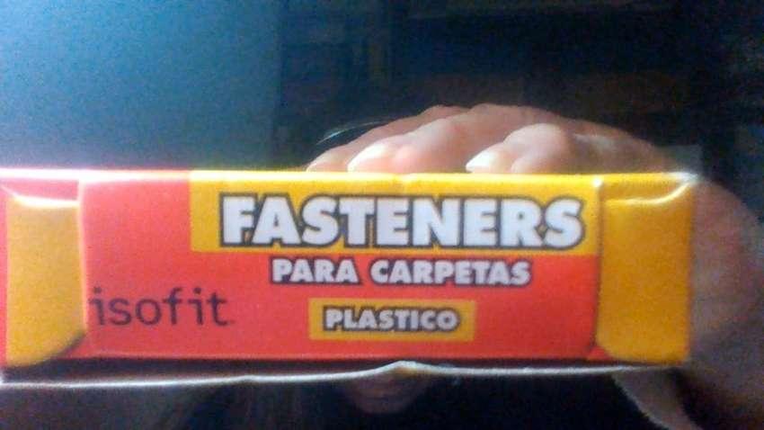 Ganchitos sujetadores para carpetas plasticas tipo Nepaco 0