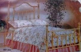 Hermosa cama en bronce latón Diferentes estilos y medidas.