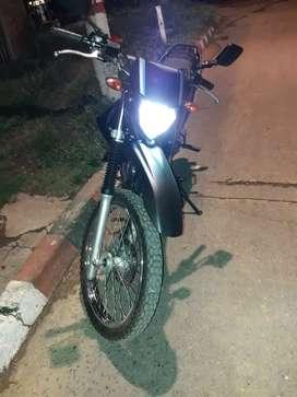 Se vende moto Yamaha muy Bonita sin seguro ni tecnomecanica
