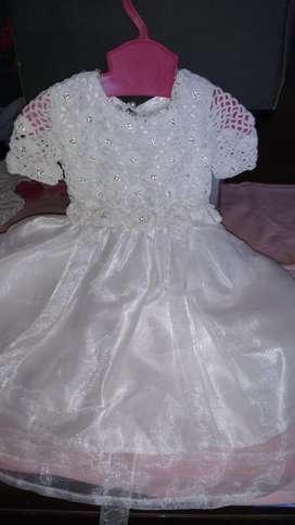 Vestidos para bautismo y para niñas de hasta 3 años.