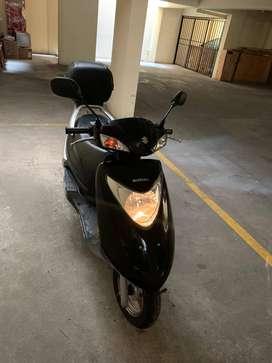 Suzuki scooter UM-125 2017 con baúl Givi original