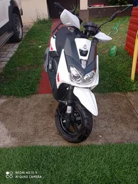 Se vende moto tipo scooter 170cc xmotors