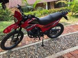 MOTO UM DSR 200 MODELO 2011 (6500KM)