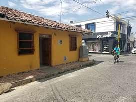 Casa esquinera en el centro de buga nueva estilo colonial  cambio a casa en cali
