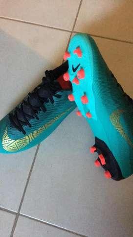 Botines Nike Academy Cr7