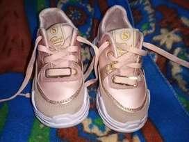 Hermosos zapatos de niña talla 23