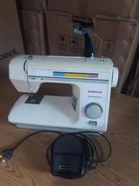 Vendo máquina de coser Toyota