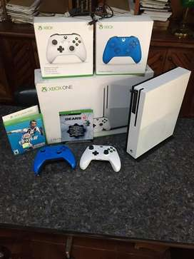 Xbox one S 2TB 2 juegos 2 controles y base