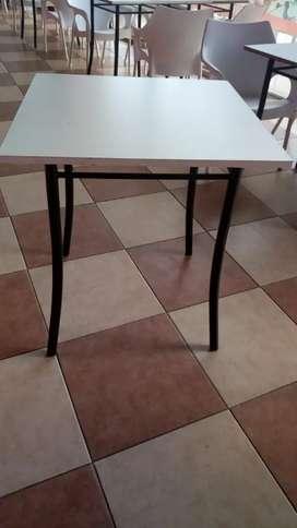 Mesas y sillas para bar oficina