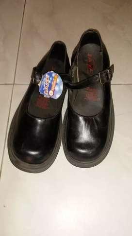 Zapatos escolares niño y niña