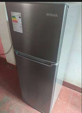 Refrigeradora 2 puertas compartimientos ,bandejas de vidrio 182Lts marca WINIA 3 meses