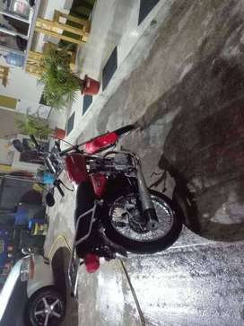 venta de moto usada marca SRM roja moto china negosiable  125