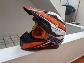 Se vende casco Mt original triple certificación está en muy buen estado