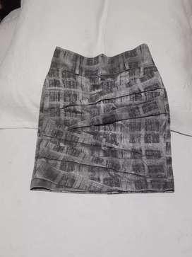 Se venden faldas de Mujer talla 8 en excelente  estado