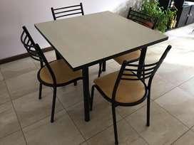 Mesa y 4 sillas $9000