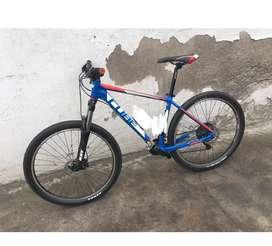 Bicicleta cube 27.5