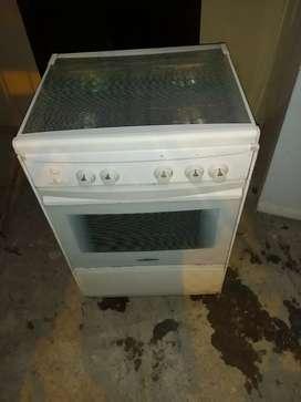 Se vende hermosa cocina Indurama de 4 hornillas con encendido eléctrico garantizada en perfectas condiciones