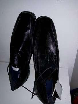 Vendo 1 par de zapatos nuevos negros marca Arturo Calle