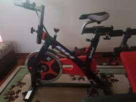Bicicleta   estatica, tabla  de  Abdominales