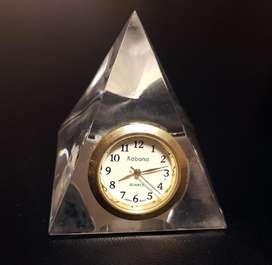 Reloj de escritorio vidrio. NUEVO