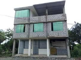 Se vende una casa con dos departamentos tres locales cuanta con todos los servicios básicos impuestos  todo al dia