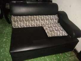 Sofá mueble en L negro con puf