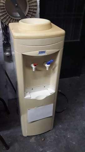 Dispenser agua fría y caliente .
