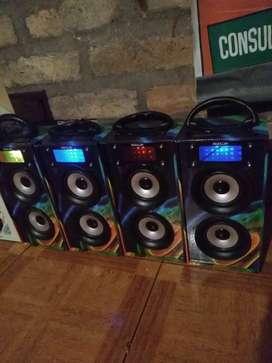 PARLANTES PORTATILES BLUETOOTH RADIO
