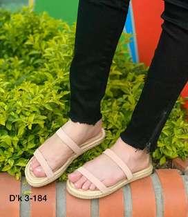Sandalias planas color disponible
