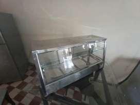Vitrina calentadora con baño maria.