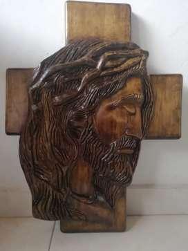 Rostro de Cristo tallado a mano en pino