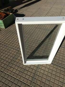 Panel fijo de aluminio línea Modena con vidrio de 4mm