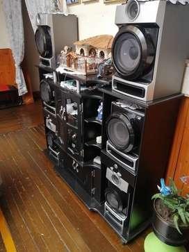 Equipo de sonido con mueble