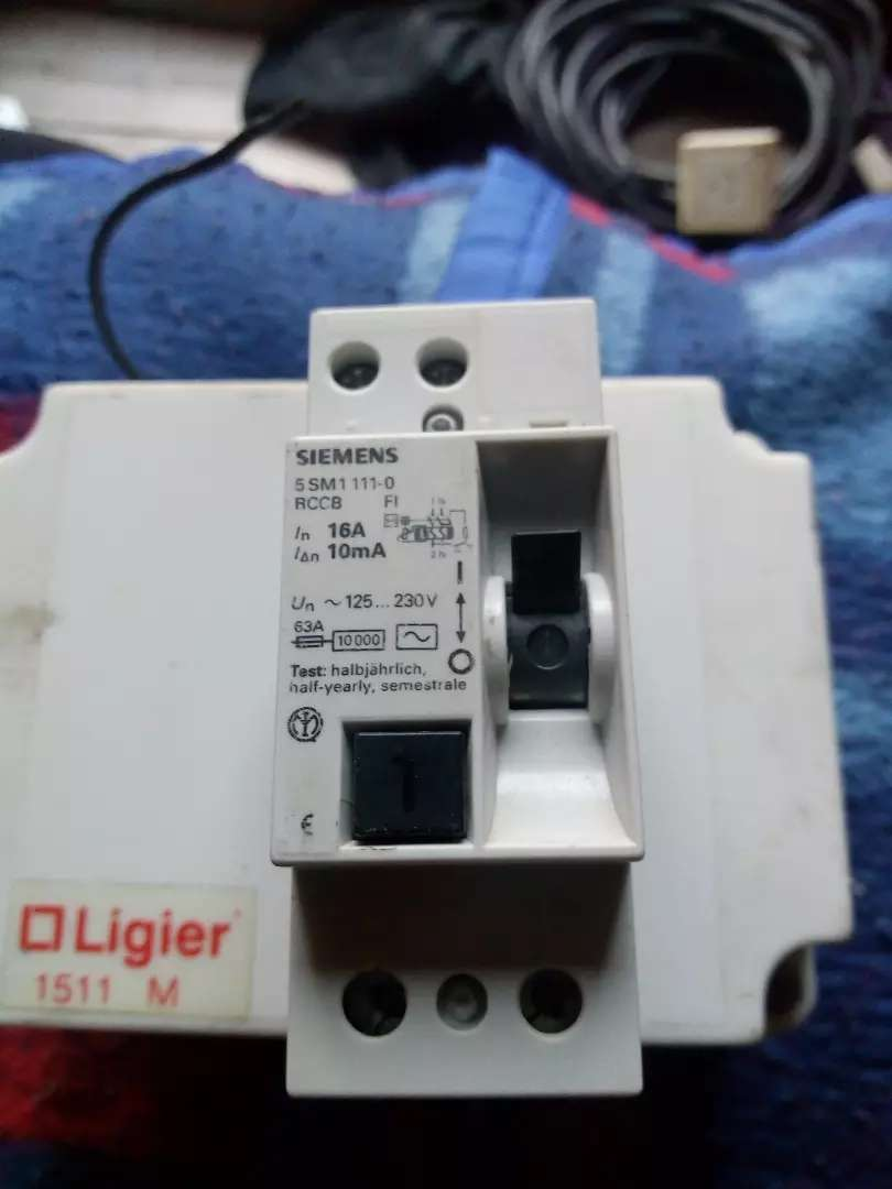 Disyuntor Siemens 2x16 10 mA 0