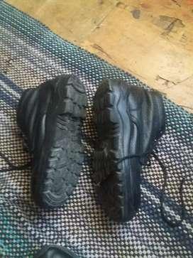 Vendo zapatos punta de acero color negro