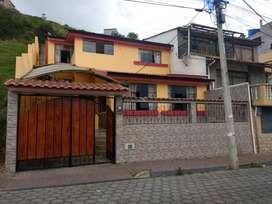 HERMOSA CASA EN VENTA UBICADA EN LA CIUDAD DE GUARANDA, CDLA. JUAN XXIII CALLE ANGEL CELIO MONTENEGRO