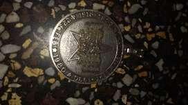 antigua medalla a Víctor Raul Haya De La Torre
