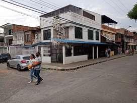 Casa esquinera de tres pisos independientes al dia