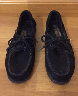 Zapatos tipo náutico de gamuza. Hombre. Nro 39